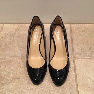 Size 6 - Coach - black patent leather pumps 👠